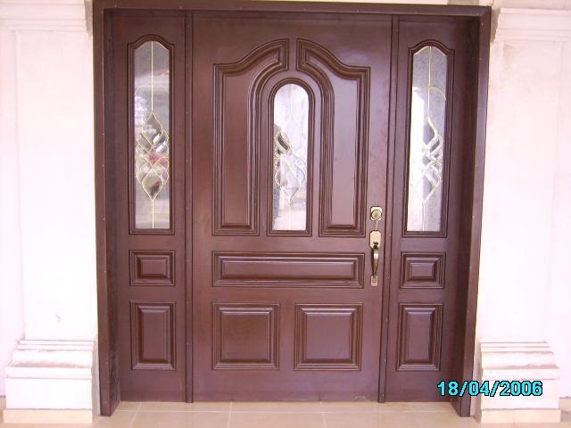 Que madera es mejor el alamo o cedro para puerta de for Puertas principales exteriores